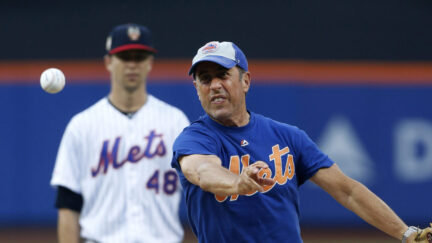 Jerry Seinfeld throws out the first pitch at Citi Field