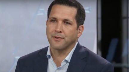 ESPN's Adam Schefter reportedly invests in gambling company